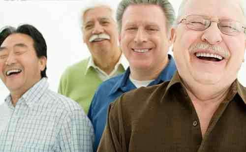 老人一吃饭就吐怎么回事,老年人吐的原因有哪些