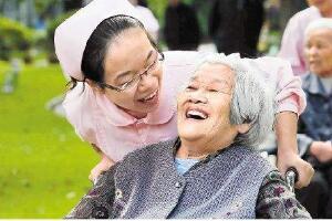 护士去养老院有发展吗,养老护理员工资及工作前景