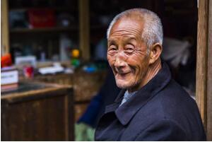 老人丧葬费如何计算,老人丧葬费和抚恤金的发放标准