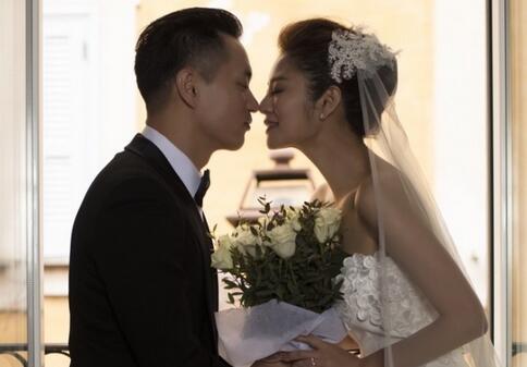 安以轩宣布结婚,网友们却催婚胡歌