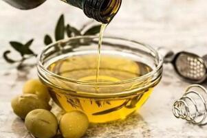 老年人吃什么油好,5种最适合老年人的食用油