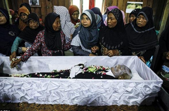 印尼被死神遗忘的老人,活了146岁