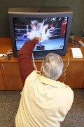 老人多玩游戏预防老年痴呆症